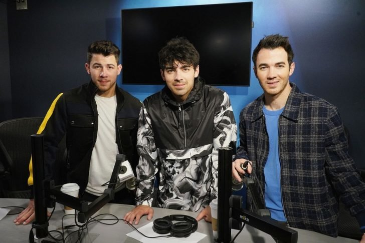 Millions of Jonas brothers' fans worldwide cannot wait to see Kevin, Joe, and Jonas performing on a music stage again.