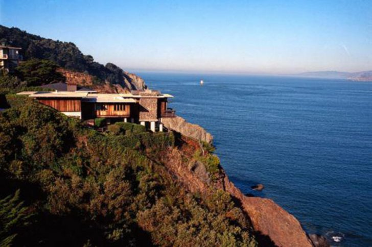 Dorsey's modern mansion in San Francisco, California became the most expensive sea-cliff property deal in the state ever.