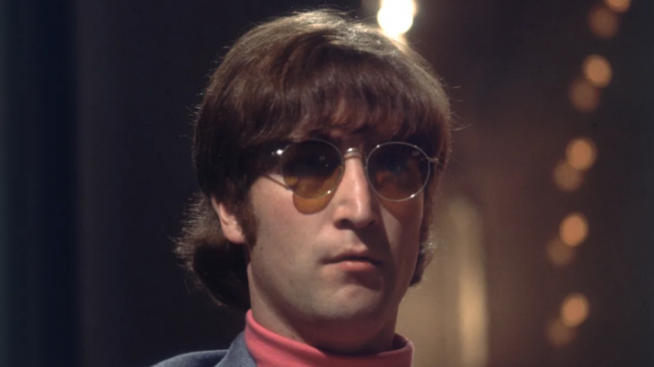 The collectors expect Lennon's glasses to sell at least 1 Million British Pounds!